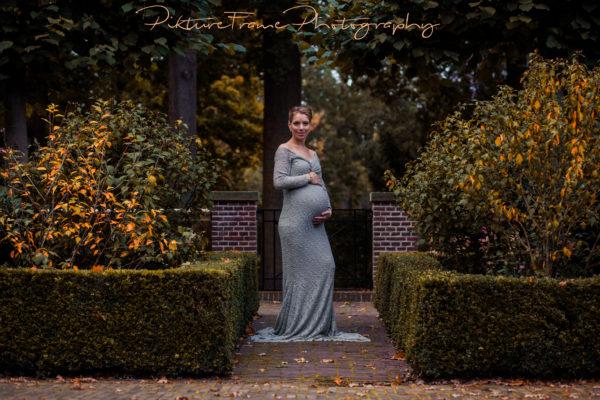 Zwangerschapsreportage in de herfst